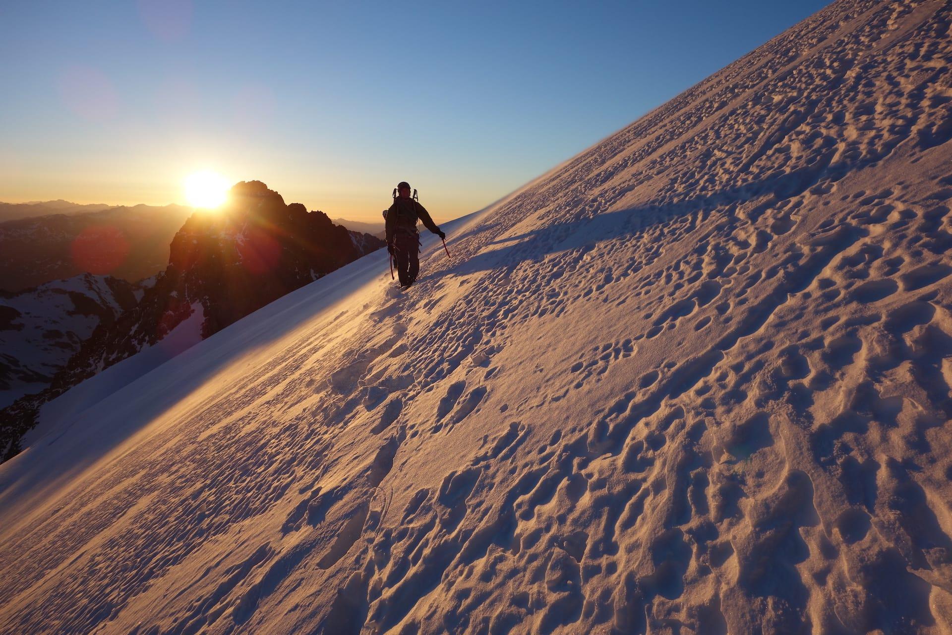 Errance autour du Glacier Blanc<br><span id='secondary-title' style='font-size:28px;line-height:34px;color:#fff!important;font-weight:300;display:block;padding-top:34px;'>Une chevauchée de plusieurs jours, d'arêtes en glaciers, à la croisée du plus grand glacier des Alpes du Sud</span>
