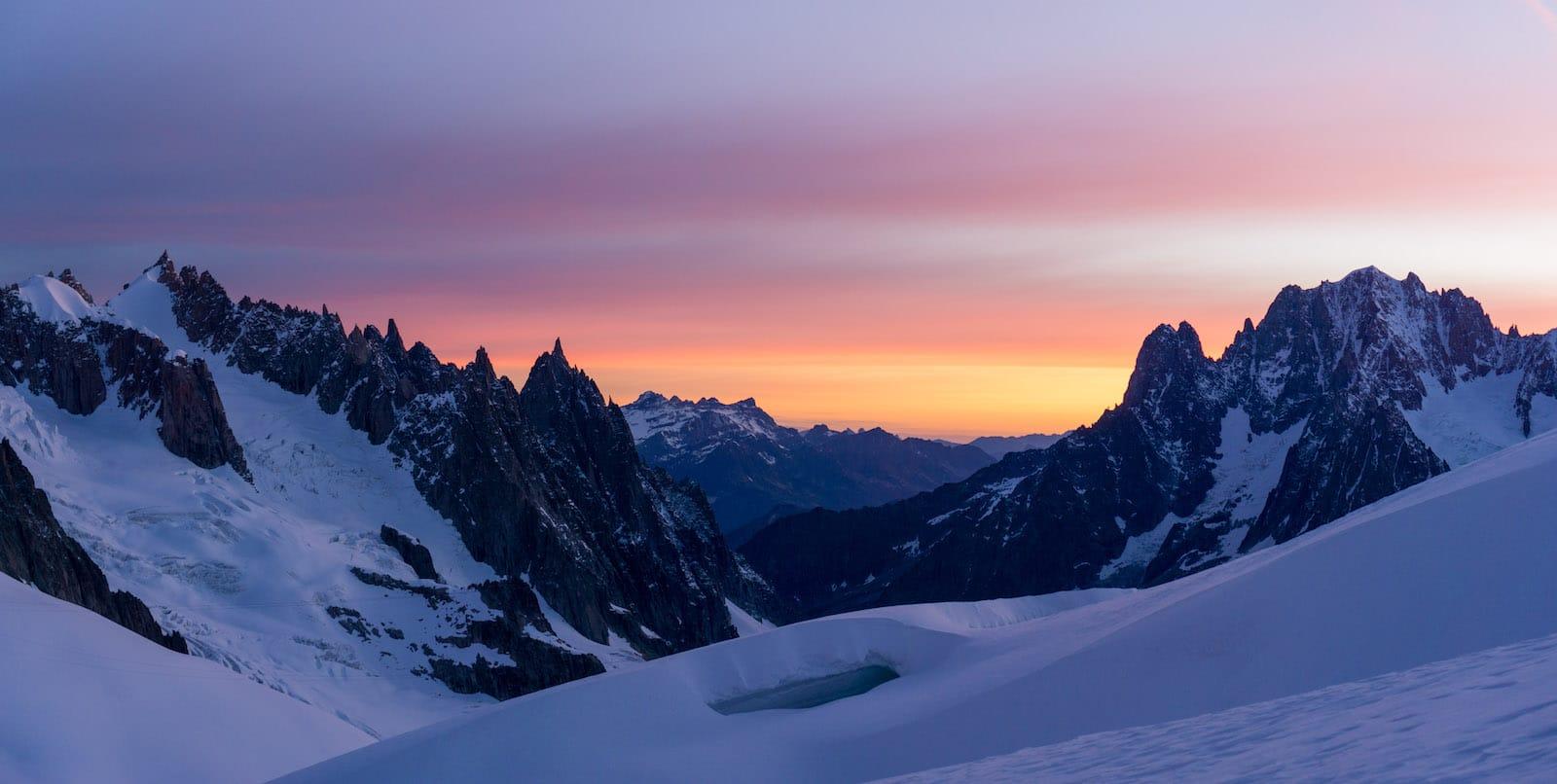 Camp des Géants<br><span id='secondary-title' style='font-size:28px;line-height:34px;color:#fff!important;font-weight:300;display:block;padding-top:34px;'>Une formation complète à l'alpinisme, immergée au coeur des joyaux du massif du Mont-Blanc</span>