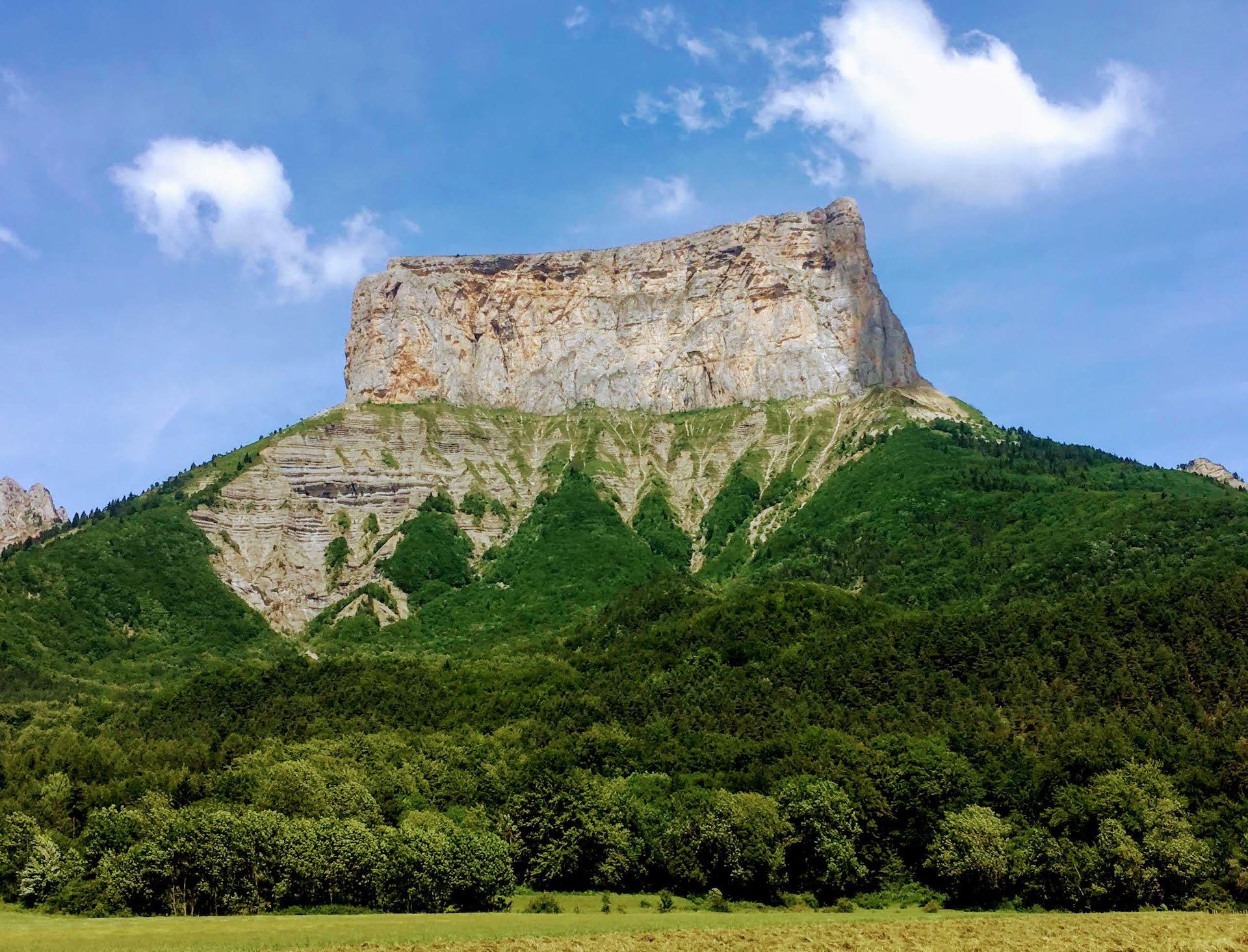 Le Mont Aiguille dans les étoiles<br><span id='secondary-title' style='font-size:28px;line-height:34px;color:#fff!important;font-weight:300;display:block;padding-top:34px;'>Vivez l'ascension du mythique Mont Aiguille avec un bivouac inoubliable au plus proche des étoiles.</span>