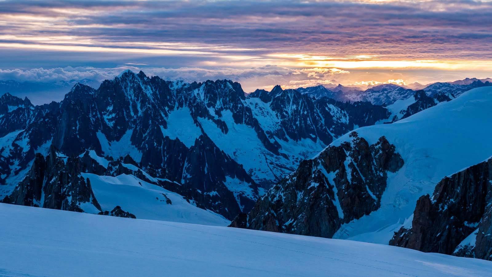 Le Mont-Blanc par Gonella<br><span id='secondary-title' style='font-size:28px;line-height:34px;color:#fff!important;font-weight:300;display:block;padding-top:34px;'>Gravir le Mont-Blanc par le sauvage versant italien</span>